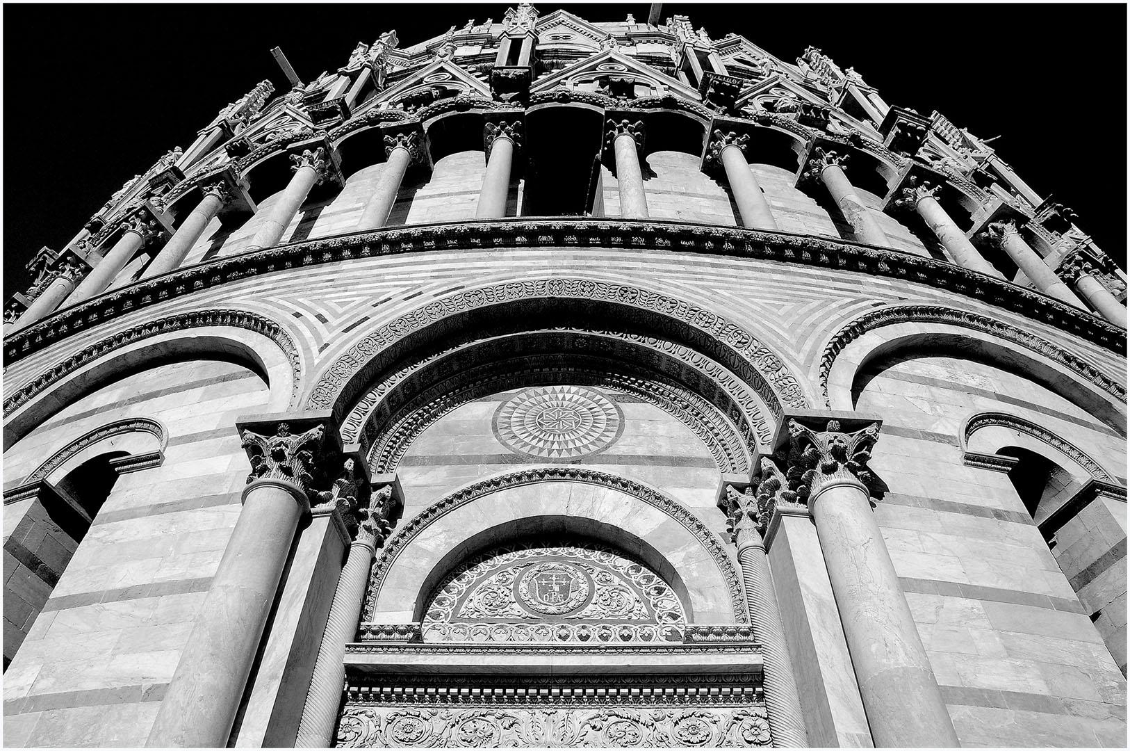 Pisa-Piazza_dei_Miracoli_040_I08-10.39