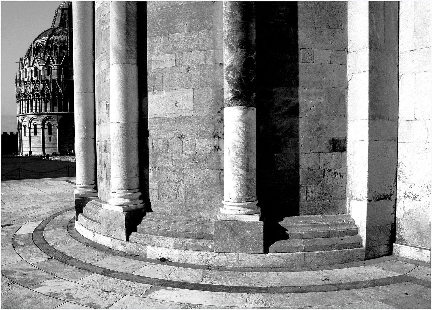 Pisa-Piazza_dei_Miracoli_063_I08-10.68