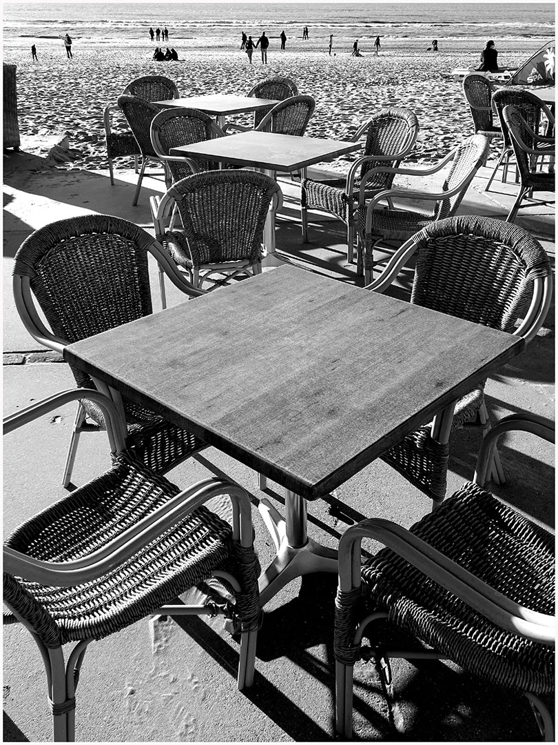 Table_Manners_in_Black_and_White_036_H17.2.73